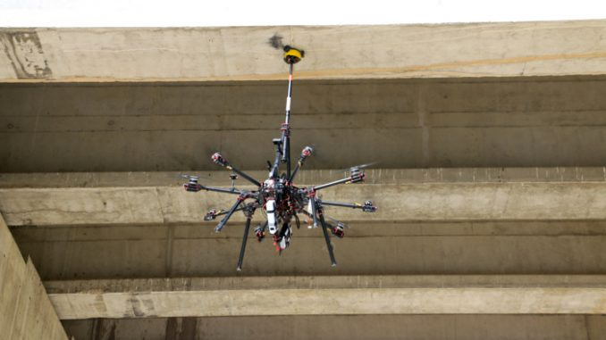 robotechnics CATEC robot inspeccionando puentes